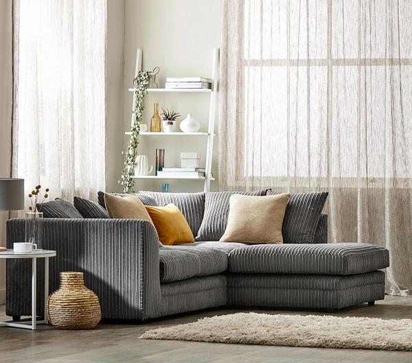 Đệm ghế được cấu tạo từ bọt xốp, bọc vải sợi bên trên giúp mang lại cảm giác thoải mái tối đa cho người dùng