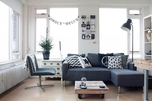 Chân inox tròn sáng bóng, nâng cao bề mặt ghế, ngăn cách với sàn nhà bên dưới, chống bám bẩn và giúp mẫu sofa góc 2m thêm sang trọng, giàu tính thẩm mỹ hơn
