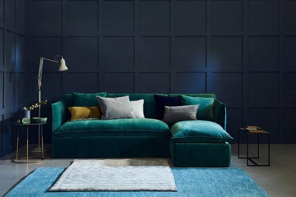 Cấu tạo từ đệm mút hoạt tính cùng lớp phủ nhung mượt mà, mẫu sofa góc 2m2 này tạo ra chỗ ngồi thoải mái cho người dùng