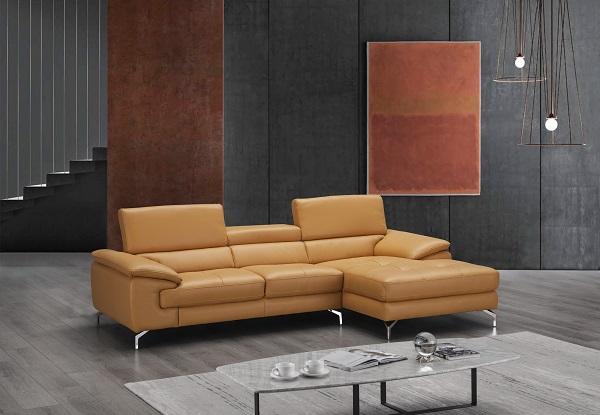 Với màu sắc nổi bật, chắc chắn đây sẽ là mẫu sofa giúp làm nổi bật cá tính mạnh mẽ của không gian sống gia đình bạn.