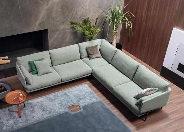 Sofa góc 3m chữ V được thiết kế rộng rãi với màu sắc chủ đạo là màu xanh mint nhã nhặn. Những mẫu sofa nỉ luôn ghi điểm bởi sự mềm mại và ấm áp nên sản phẩm này đang dần trở nên phổ biến hơn bao giờ hết trong không gian kiến trúc nhà ở hiện nay.