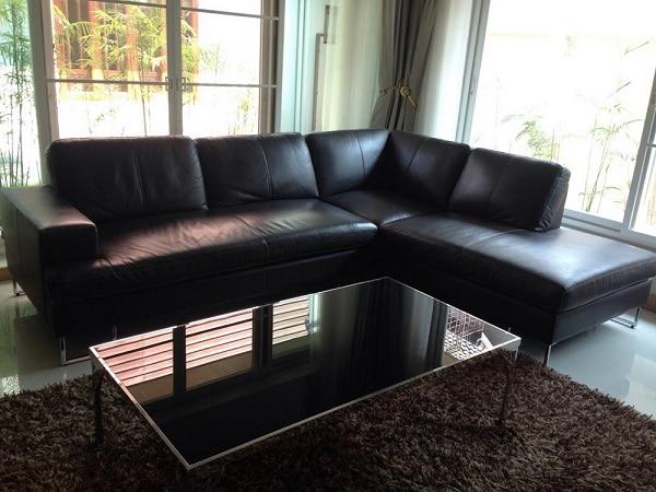 Thiết kế mộc mạc, đơn giản nhưng tính đa nhiệm lại cao, loại sofa góc L nhỏ này có thể phù hợp linh hoạt với nhiều loại không gian khác nhau.