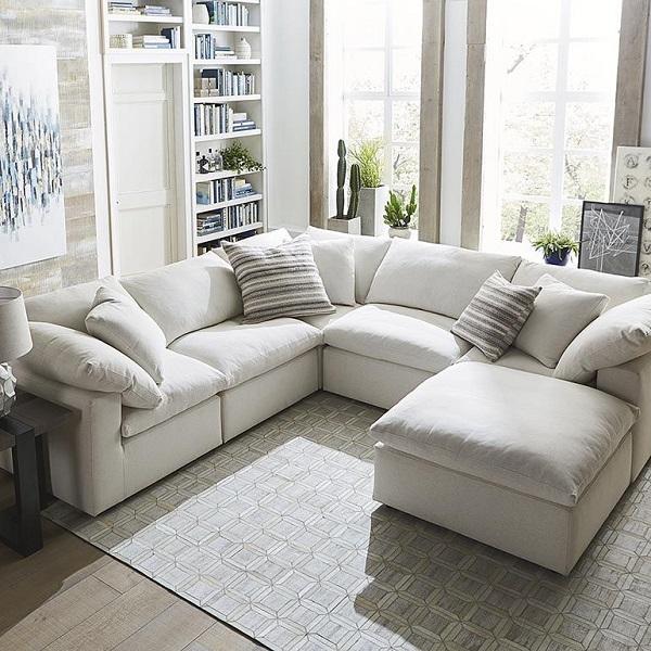 Thiết kế không chân hiện đại với nhiều chỗ ngồi, màu sắc và chất liệu tươi mới, mẫu sofa này mang lại cảm giác thoáng mát, bừng sáng cho cả căn phòng.