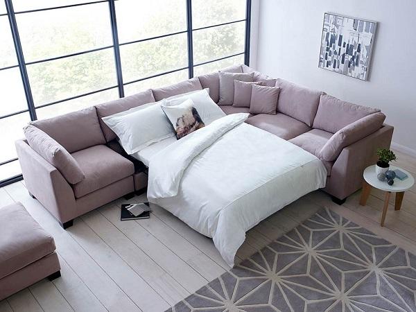 Người dùng có thể kéo khung giường dấu trong một phần đệm ngồi ra làm một chiếc giường nhỏ đơn giản, tiện dụng, phục vụ khách ngủ qua đêm