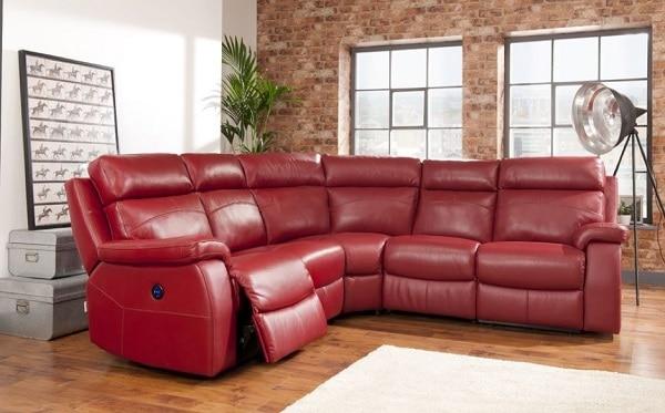 Mẫu sofa góc màu đỏ này đem đến sự êm ái, thoải mái bởi những tính năng vô cùng thông minh, hiện đại