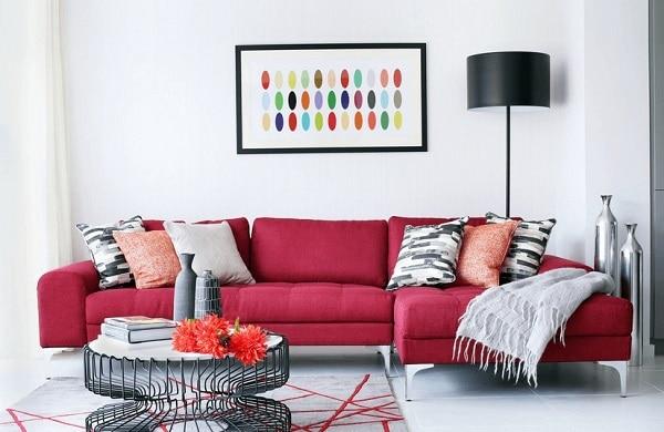 Mẫu sofa này tôn lên sự đơn giản, hài hòa nhưng vô cùng sang trọng của màu đỏ mận