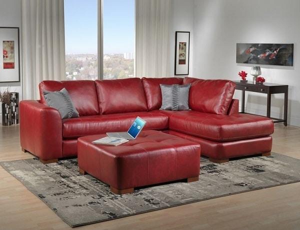 Mẫu sofa góc màu đỏ này phù hợp với không gian hiện đại, nhỏ nhằm tiết kiệm diện tích phòng