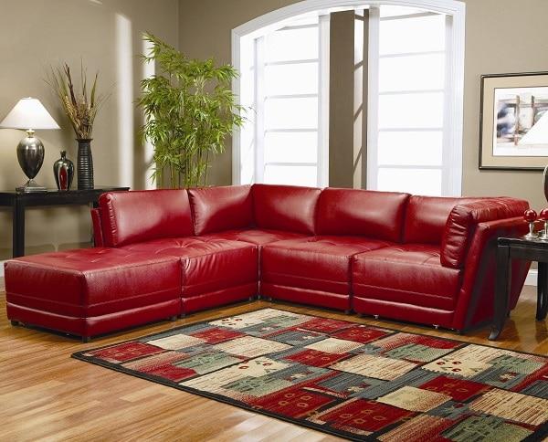 Mẫu sofa góc màu đỏ phù hợp với không gian phòng hiện đại, trẻ trung phù hợp với các hộ gia đình trẻ