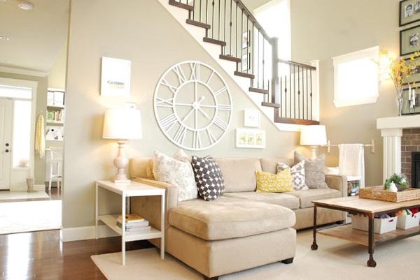 Không chỉ đẹp, sofa góc màu kem thiết kế hình chữ L còn giúp những buổi trò chuyện thêm thoải mái, ấm cúng và gần gũi hơn