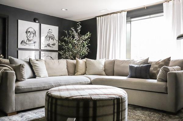 Tuy dùng chất liệu vải và có màu be nhạt dễ bám bẩn nhưng mẫu sofa này vẫn luôn như mới và bền chắc nhờ chất liệu vải bố dễ làm sạch, có độ bền cao dù trải qua nhiều lần giặt