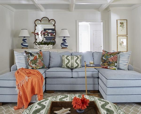 Với thiết kế hình chữ U quây vòng cùng phần đệm 3 lớp dày êm ái, mẫu ghế sofa này trở thành chỗ tiếp khách trò chuyện quây quần, ấm cúng, dễ chịu ở vị trí góc