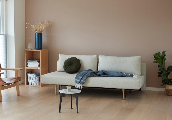 Gam màu trắng càng làm sofa thêm nổi bật với vẻ đẹp tinh tế, sang trọng và thanh lịch.