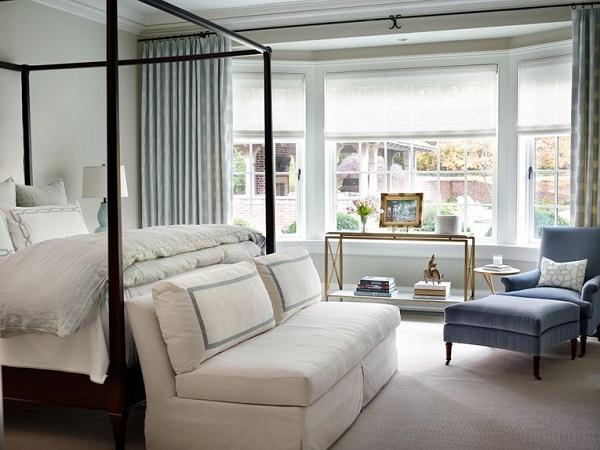 Bạn có thể sử dụng sofa văng 1m8 trong phòng ngủ để tạo nên một không gian đọc sách, xem TV và thư giãn cho riêng mình.
