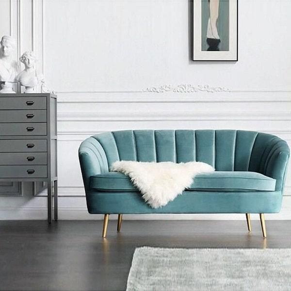 Sự kết hợp giữa sắc xanh ngọc thời thượng với chân ghế màu vàng đồng mang lại vẻ đẹp sang trọng, đẳng cấp cho không gian.