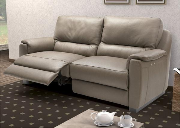 Sofa văng gam màu sáng giúp căn phòng của bạn trở nên rộng và sang trọng hơn