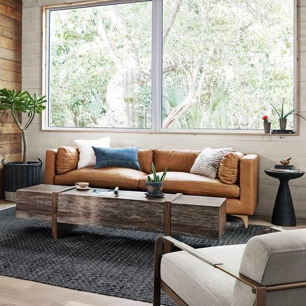 Việc khéo léo phối kết hợp sofa văng với các sản phẩm nội thất khác giúp mang lại cho bạn một không gian sống tiện nghi, sang chảnh