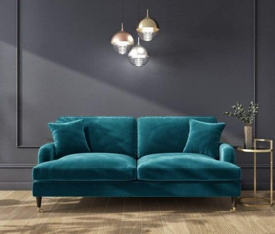 Phần chân ghế được làm bằng gỗ bọc kim loại góp phần làm nổi bật vẻ đẹp sang trọng của sản phẩm.