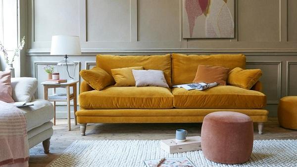 Khi muốn bổ sung cái nhìn năng động, tươi vui và cá tính cho căn phòng thì một chiếc sofa nỉ nhung màu vàng là lựa chọn không tồi chút nào.