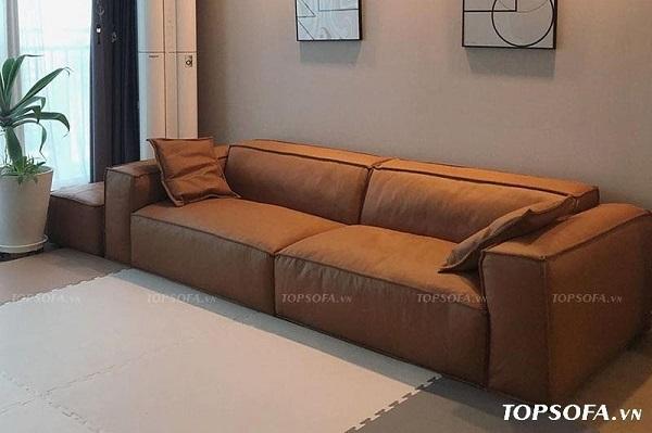 Mẫu sofa văng 2m màu nâu với đường may tinh tế và thiết kế đơn giản hoàn toàn phù hợp cho những phòng khách nhỏ.