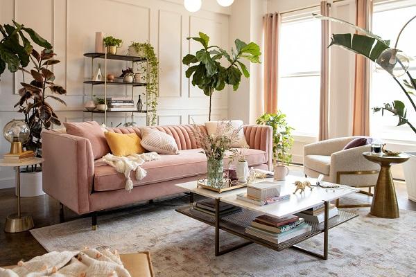Từ màu sắc đến cách nhấn nhá các đường chỉ trên ghế làm cho chiếc sofa 3 chỗ này luôn nổi bật, qua đó tạo nên sự tươi mới, năng động, êm ái cho căn phòng. Bạn có thể kết hợp trong phòng khách, phòng sách và đặc biệt là các tiệm café