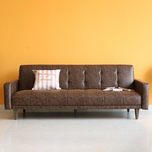 Băng ghế trải dài, kê sát tường, không tốn diện tích giúp cho mẫu sofa này vừa có thể làm ghế, vừa có thể làm giường ngủ cho phòng khách chung cư nhỏ nên rất tiện dụng