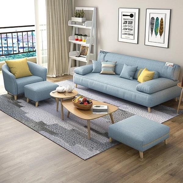 Nhờ sử dụng sắc xanh dương pastel nhẹ nhàng cùng phần vải bọc có độ mềm vừa phải, chân gỗ mộc mà mẫu sofa này có thể đem đến cảm giác thư giãn thoải mái nhất cho người dùng