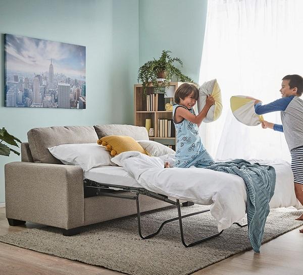 Tuy chỉ là phần giường cơ động nhưng khung giường của mẫu sofa này lại được làm bằng kim loại nên vô cùng chắc chắn, giúp người dùng có thể an tâm ngủ qua đêm