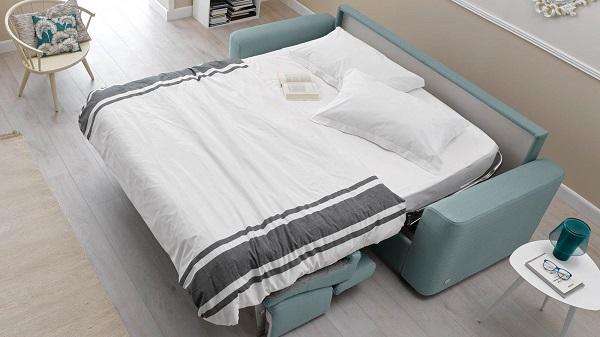 Với phần lõi có thể biến thành giường, mẫu sofa này không chỉ mang đến tính tiện dụng cho gia chủ mà còn giúp tạo thêm không gian để sử dụng khi cần chỉ bằng cách biến giường thành sofa.