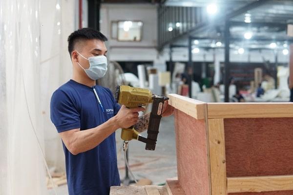 Khung ghế sofa góc tay trứng được làm từ nguồn gỗ tốt và chăm chút từng chi tiết nhỏ để đảm bảo độ bền sản phẩm