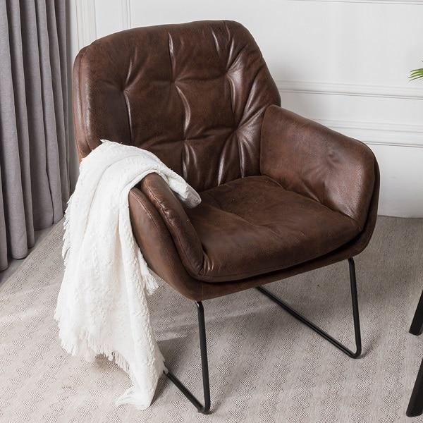 Sofa da đơn nhẹ nhàng tinh tế tô điểm nội thất căn phòng