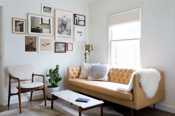 Mẫu sofa văng da mini với tông màu vàng làm chủ đạo này sẽ khiến cho căn phòng trở nên tươi mới và nổi bật hơn rất nhiều