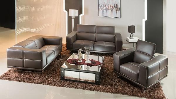 Nếu bạn đang tìm kiếm sự sang trọng, quý phái thì bộ sofa da mini màu đen này là những gì bạn cần