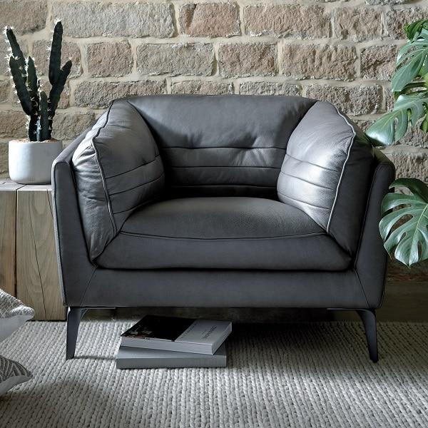 Mẫu sofa da mini này sẽ mang đến không gian thanh lịch, mát mẻ, tao nhã với gam màu xám trung tính