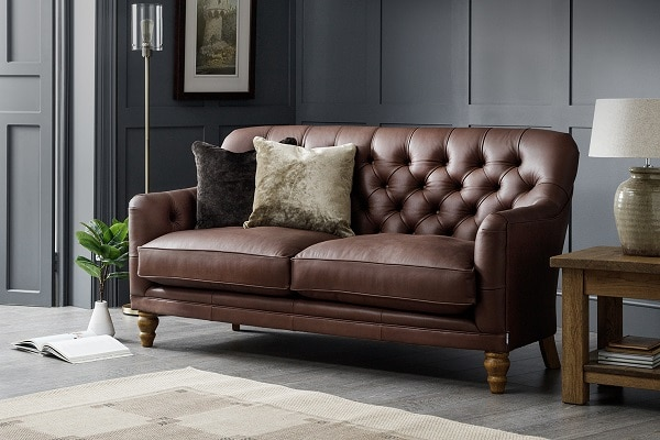 Nếu bạn ưa thích phong cách đương đại thì mẫu sofa văng da mini này là sự lựa chọn hoàn hảo cho bạn