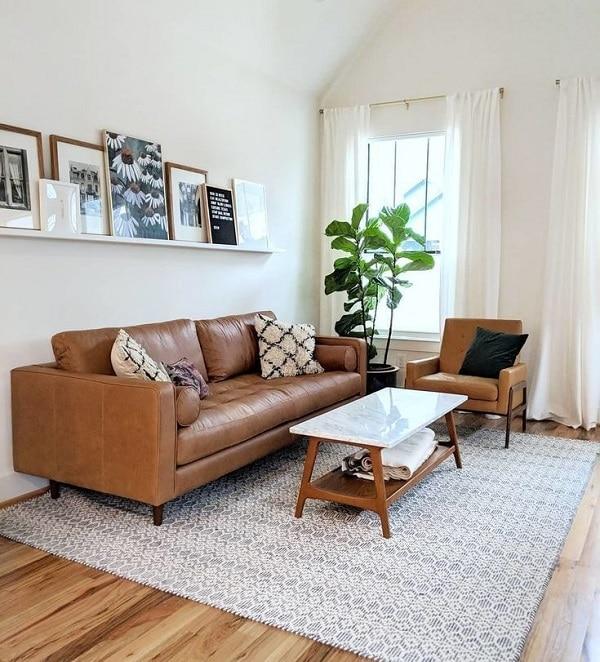 Mẫu sofa văng da mini này đem đến sự hiện đại, trẻ trung nhờ thiết kế đơn giản nhưng nổi bật