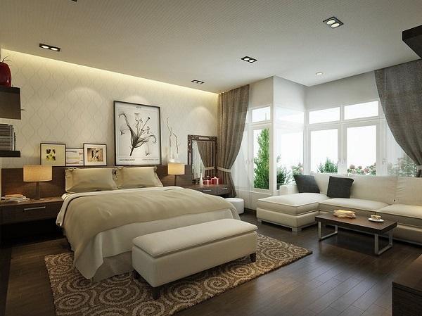 Ghế sofa văng đơn được kê cuối đuôi giường, đối diện với tivi để gia chủ tiện ngồi xem tivi. Còn sofa da phòng ngủ góc L được kê ở vị trí góc kết hợp với bàn nhỏ tạo thành khu vực tiếp khách trong phòng ngủ ấm cúng, gần gũi