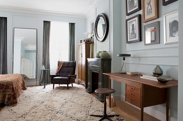 Do có dáng dấp nhỏ nhắn, xinh xắn nên mẫu ghế sofa da phòng ngủ đơn này rất phù hợp để bày ở góc, cạnh cửa sổ trong những căn phòng ngủ đơn, có diện tích hạn chế