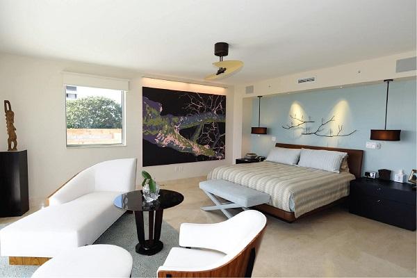Không chỉ độc đáo, sáng tạo và tiện ích mà bộ bàn ghế sofa da phòng ngủ này còn bền chắc, nổi bật, thu hút với phần khung vân gỗ tuyệt đẹp ở phía sau và phần đệm, bọc da trắng tinh khiết ở phía trước