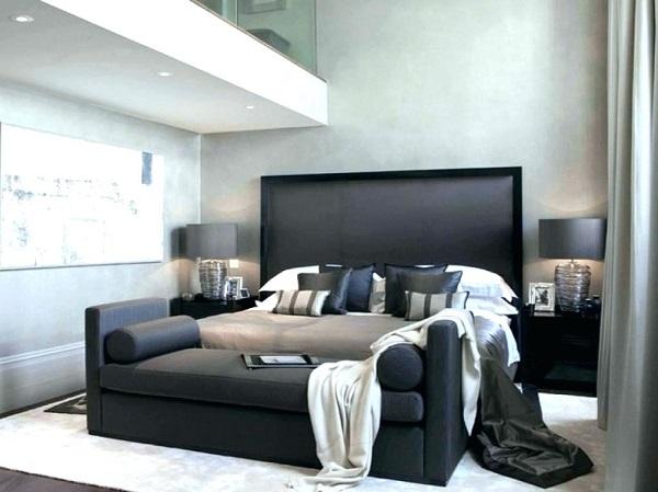 Sofa da phòng ngủ không tựa với tay vịn riêng màu đen xám sang trọng phù hợp để kê cuối đuôi giường làm chỗ ngồi thư giãn trong căn phòng thiết kế tối giản