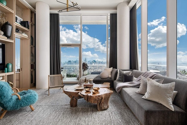 Mẫu sofa góc L này sở hữu băng ghế dài cộng với lớp đệm dày êm ái, lớp vải bọc mềm mại chắc chắn sẽ là chỗ nghỉ ngơi thoải mái cho gia chủ