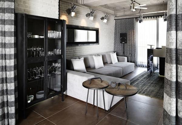 Những chiếc nệm dày dặn, to bản, bọc vải mềm mại của ghế sofa góc L màu xám sáng tạo ra chỗ ngồi và nằm nghỉ ngơi thoải mái nhất cho người dùng