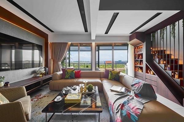 Mẫu sofa góc L màu nâu nhạt này sẽ là một điểm nhấn đầy sáng giá trong căn phòng khách thiết kế theo phong cách Scandinavia và Baroque khi kết hợp với những chiếc gối trang trí sắc màu và đồ trang trí mạ vàng lấp lánh