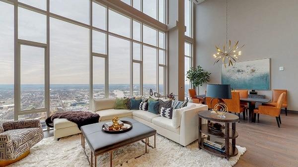 Sofa góc màu trắng ngà thuần khiết và tinh tế sẽ là một phương án hoàn hảo để bạn kê gần cửa kính của phòng khách penthouse tạo ra góc ngắm cảnh tuyệt đẹp như thế này