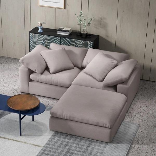Mẫu sofa góc mini có thiết kế sát sàn, đệm bọc êm mềm để đảo bảo độ chắc chắn và sự thoải mái tối đa cho người ngồi