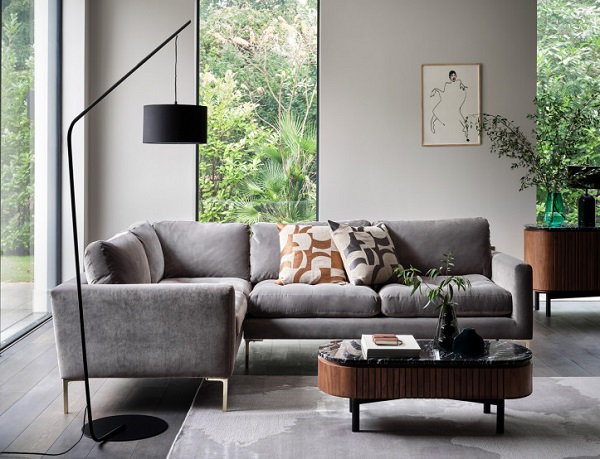 Phần đệm ngồi được chần bông kỹ lượng tạo thành điểm nhấn tinh tế cho mẫu sofa góc nhỏ gọn và giúp người ngồi cảm thấy thoải mái hơn