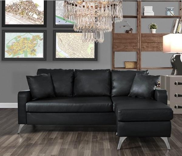 Chân mạ crôm sáng bóng và thiết kế hơi choãi ra tăng thêm sự sang trọng, cao cấp và vững chắc cho sofa góc nhỏ gọn da màu đen