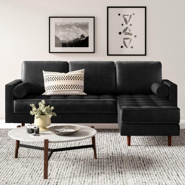 Chân gỗ nâu đậm, tiện tròn giúp mẫu sofa góc nhỏ gọn thêm thanh cảnh, cao ráo, sang trọng mà lại gần gũi, mộc mạc