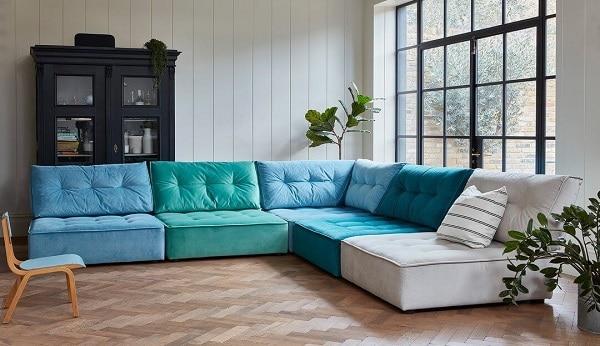Mỗi phần ghế sofa góc tay trứng đều được thiết kế đệm dày êm ái, nhấn chấm tinh tế, chân nâng thấp chắc chắn, lưng hơi ngả về sau nhằm mang đến cảm giác thoải mái, dễ chịu nhất cho người dùng