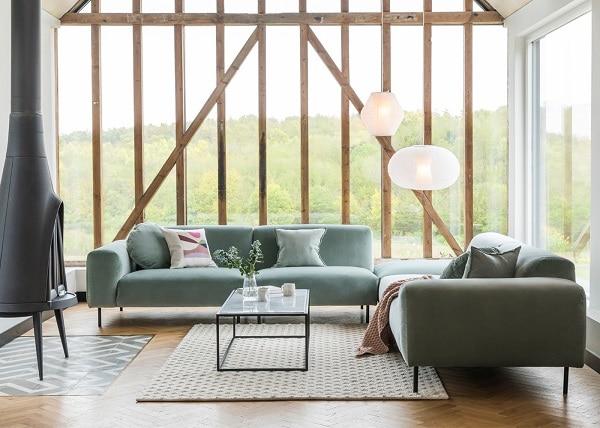 Với phần hình khối thiết kế linh hoạt, mẫu sofa góc tay trứng này dễ dàng sắp xếp theo nhiều cấu hình để phù hợp hơn với các không gian sử dụng