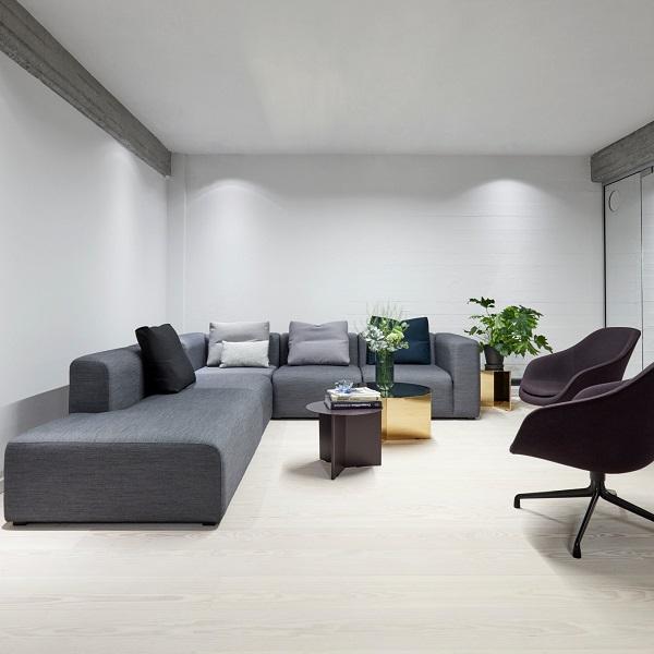 Sofa góc văn phòng được làm từ chất liệu nỉ mang lại cảm giác mềm mại và vô cùng êm ái, thoải mái.